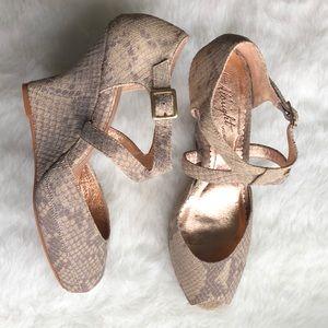 Anthr Ms Albright Tamalou Snakeskin peep toe wedge